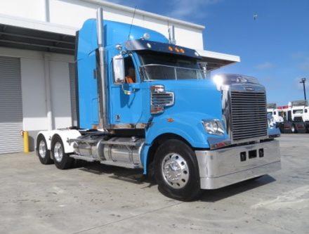 IMG 2746 e1566364529137 440x333 - 2013 Freightliner Coronado