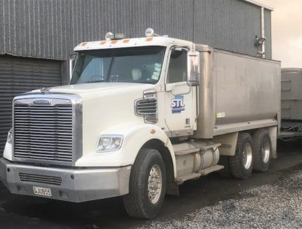 IMG 9759 440x333 - 2012 Freightliner Coronado